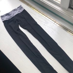 Black lululemon leggings with gray and white band